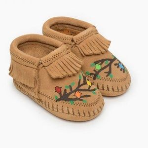 Minnetonka  baby shoes hand painted moccasins